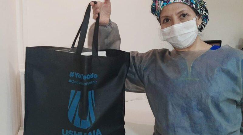 Profesional con kit de bioseguridad de la Municipalidad de Ushuaia