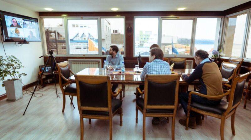 Gustavo Melella, Mónica Urquiza y funcionarios en videoconferencia con Pablo Tognetti, presidente de ARSAT
