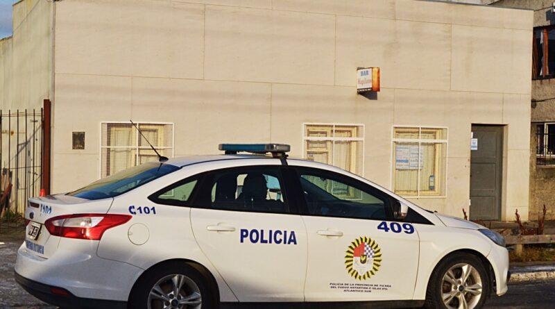 Policía en el bar Magallanes Río Grande