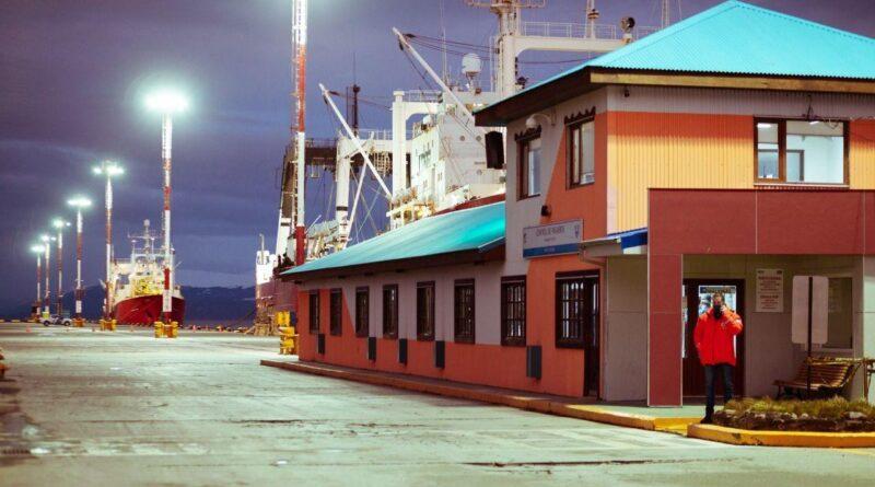 Puerto de Ushuaia, buque pesquero de fondo