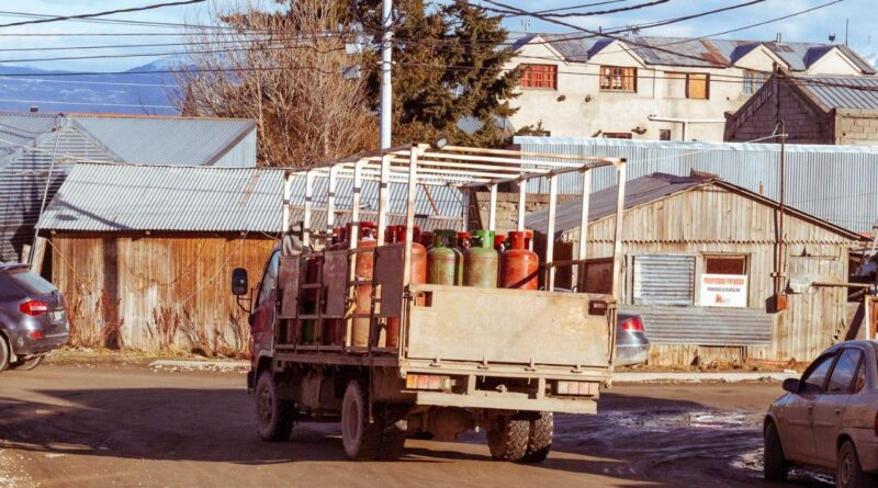 Camion con garrafas de GLP gas