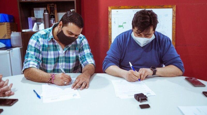 El presidente de la DPOSS, Cristian Pereyra, y el intendente de Tolhuin, Daniel Harrington