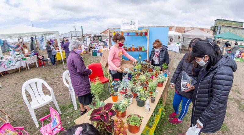 Feriantes venden plantas Río Grande