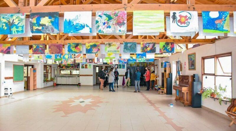Funcionarios visitan escuela experimental Las Lengas, Ushuaia
