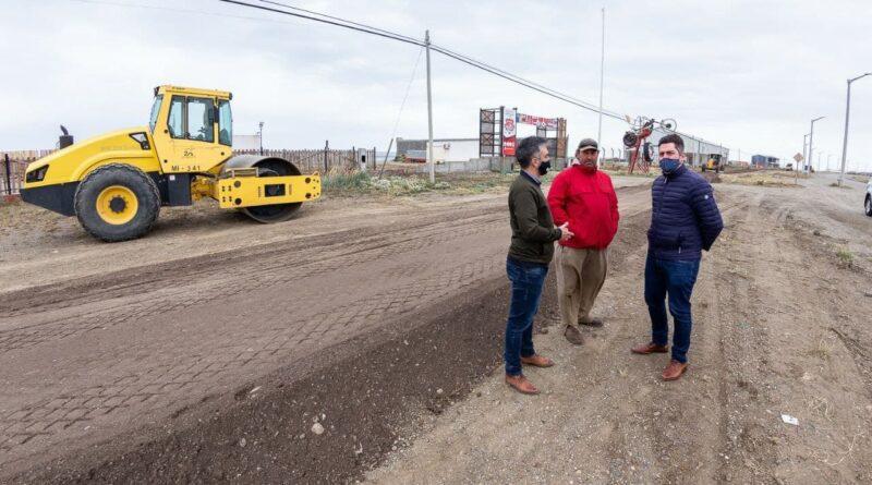 Perez y funcionarios visitan obra de bicisenda zona norte