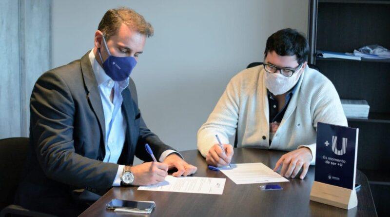 Gustavo Ventura y Rodrigo Calluso firman convenio entre Tarjeta +U y Fueguina Salud