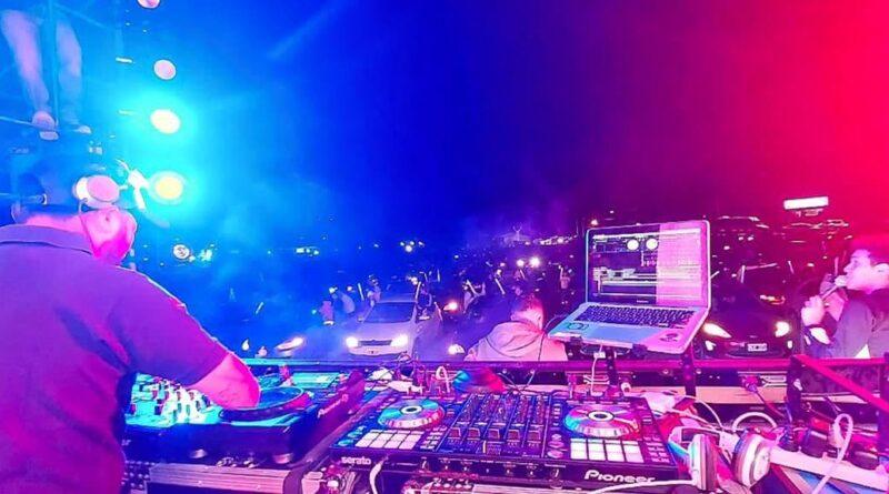 DJ en el AutoMusic en Tolhuin
