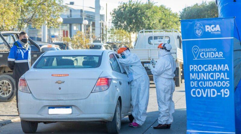 Personal hisopa a persona en auto, Operativo Cuidar, Río Grande