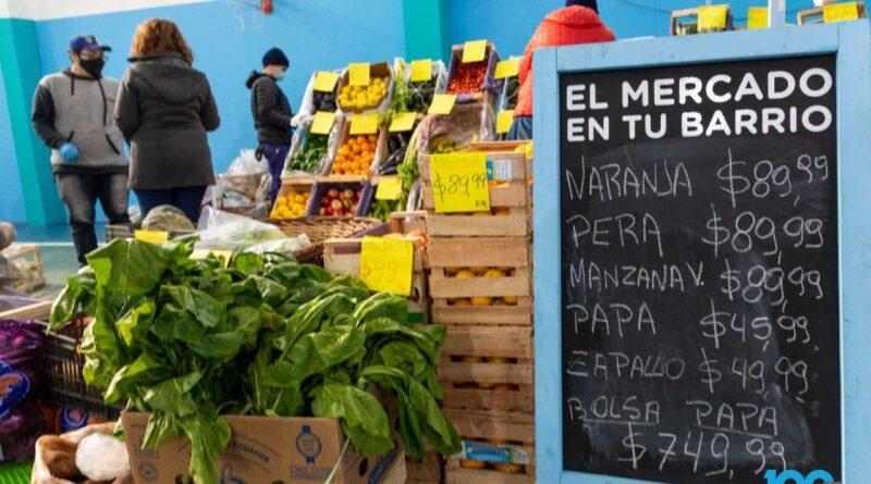 Puesto de verdulería en Mercado en tu Barrio, barrio Perón, Río Grande