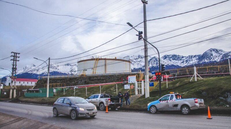 Personal realiza cambios en semáforo de la Planta Orión de YPF, Ushuaia