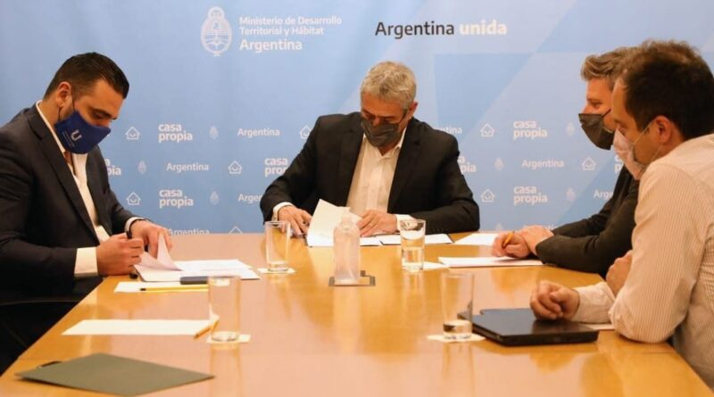 Vuoto, Ferraresi y funcionarios, firma de convenio para creditos Casa Propia
