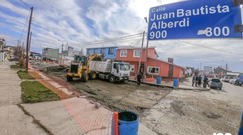 Trabajos de reparación de calle Alberdi, Río Grande