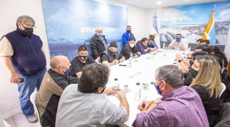 Vuoto y representantes de gremios en firma de acta paritaria para octubre 2021